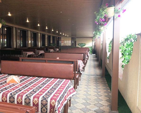 открытое кафе с террасой